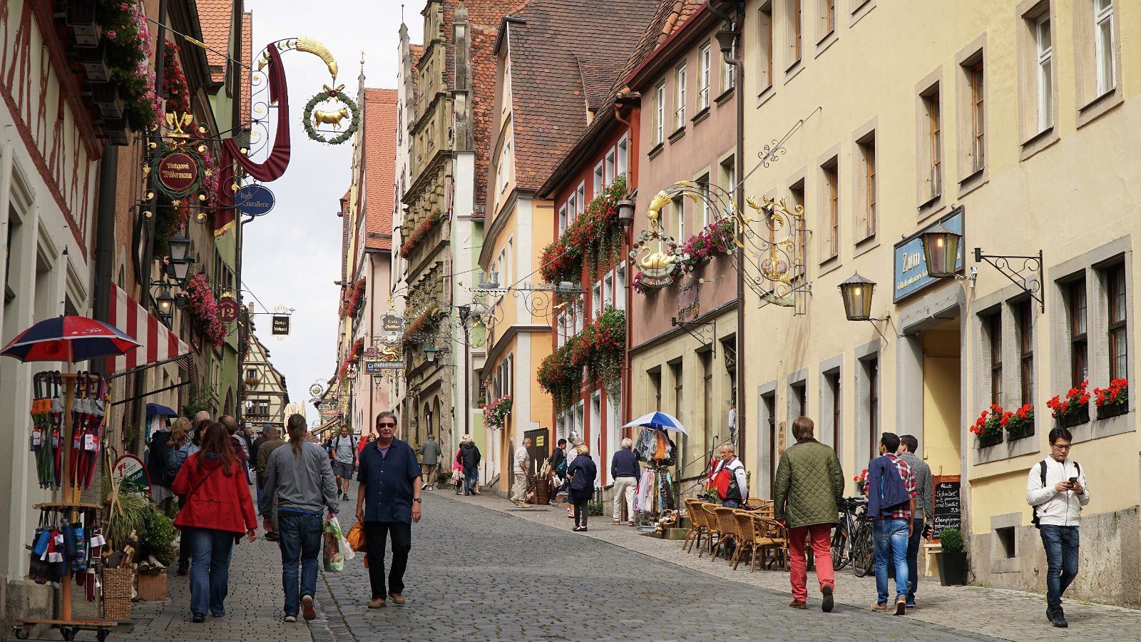 Exploring the enchanting walled city of Rothenburg ob der Tauber